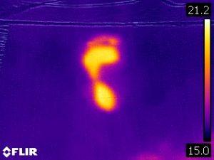熱を見る赤外線カメラ 人の熱